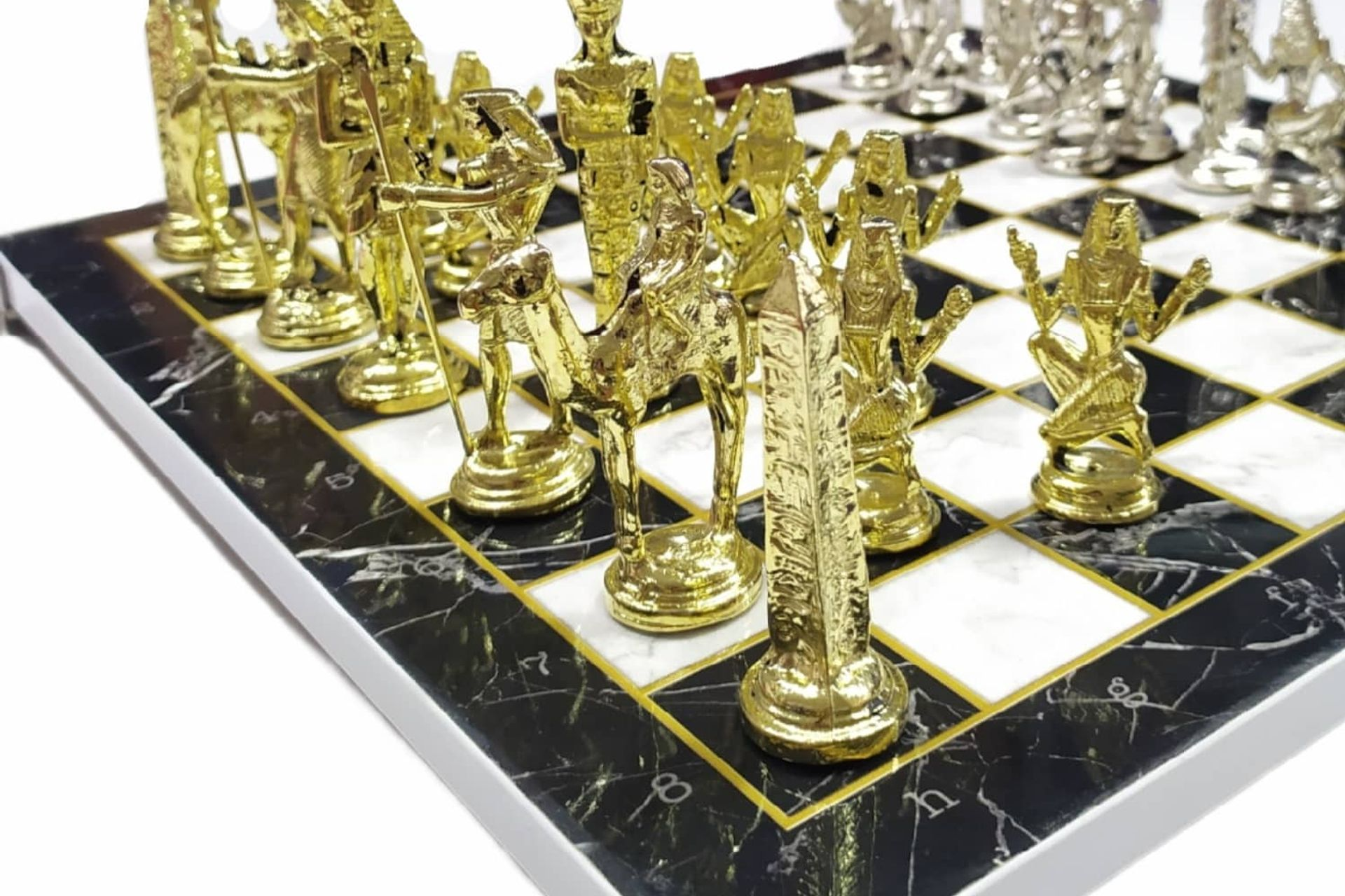 LİVAVA MEZOPOTAMYA FİGÜRLÜ SATRANÇ SETİ MERMER TABLALI GÜMÜŞ ALTIN