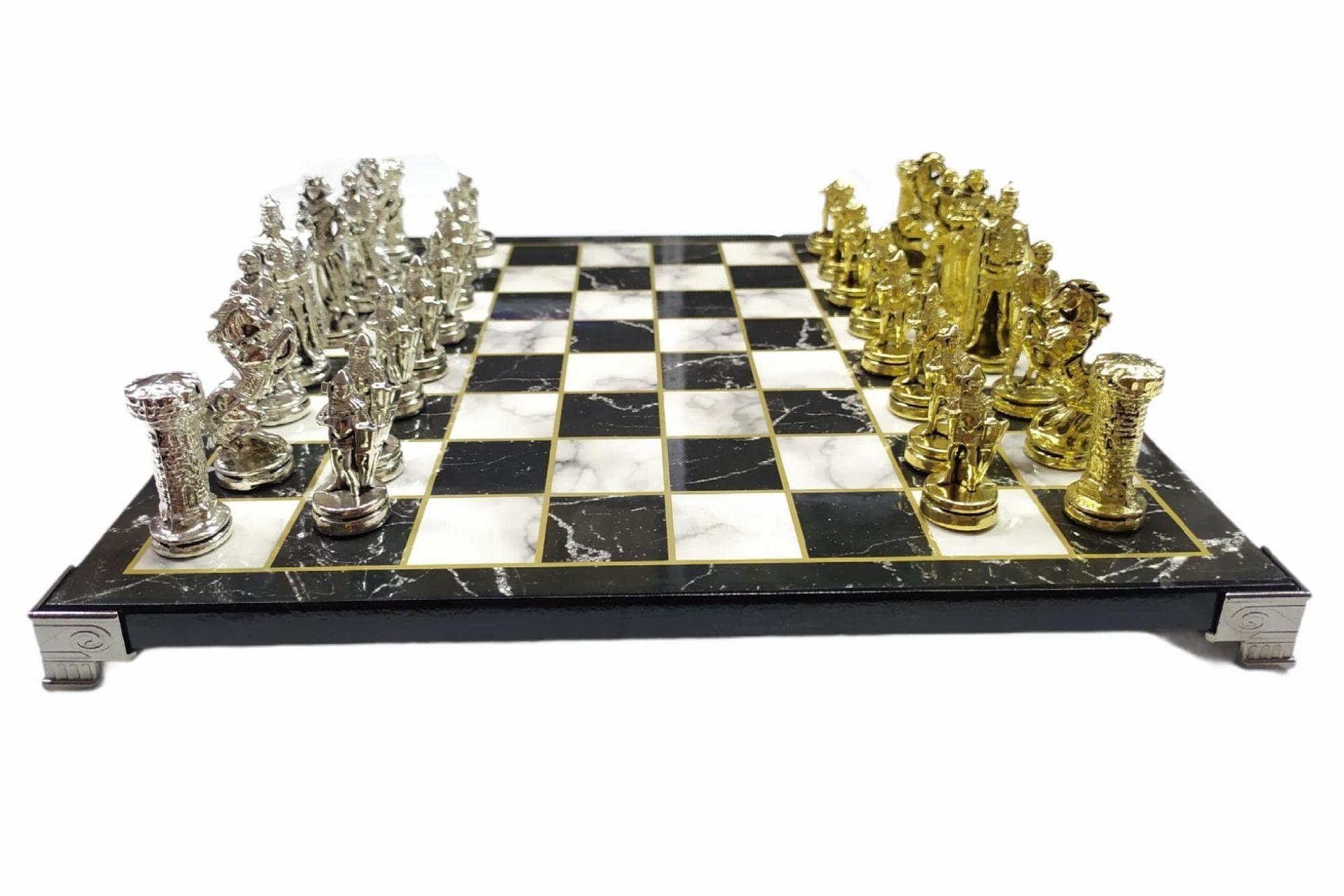 Livava Savaşçı LİVAVA SAVAŞÇI ASKERLER FİGÜRLÜ SATRANÇ SETİ MERMER TABLALI GÜMÜŞ-ALTINFigürlü Satranç Seti Mermer Tablalı Gümüş-Altın